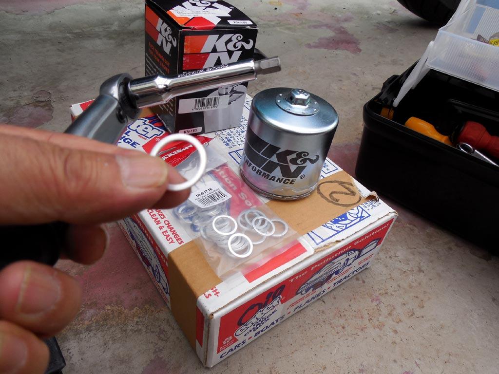 ドレインボルト着脱用レンチ、オイルフィルター、ドレインワッシャー、使い捨て廃油箱
