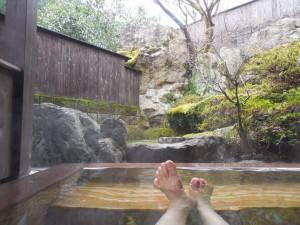 ふぁ~っ、極楽極楽、硫黄の匂いに、ヌルスベのお湯が、トロリと心地いい!