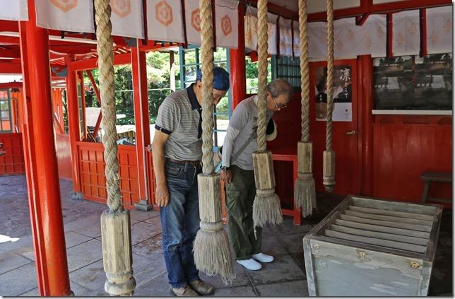 白蛇で有名な霞神社
