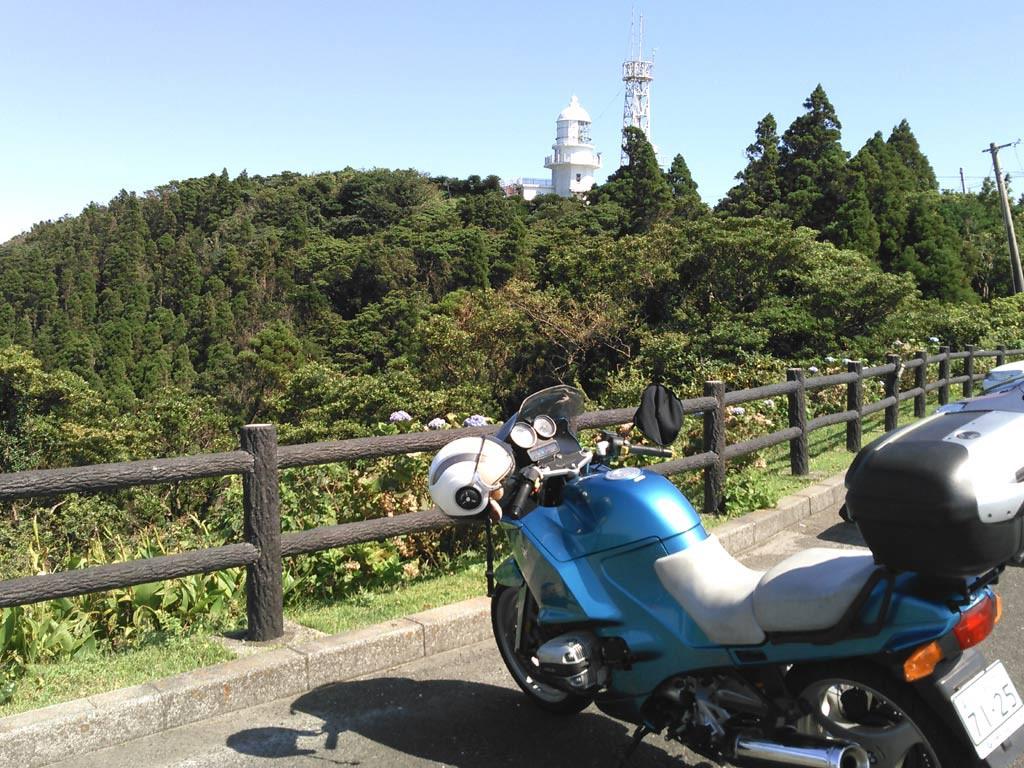 都井岬灯台だ、50年程前にボーイスカウトのサイクリング旅行に来た時と変わらないづ方だ。