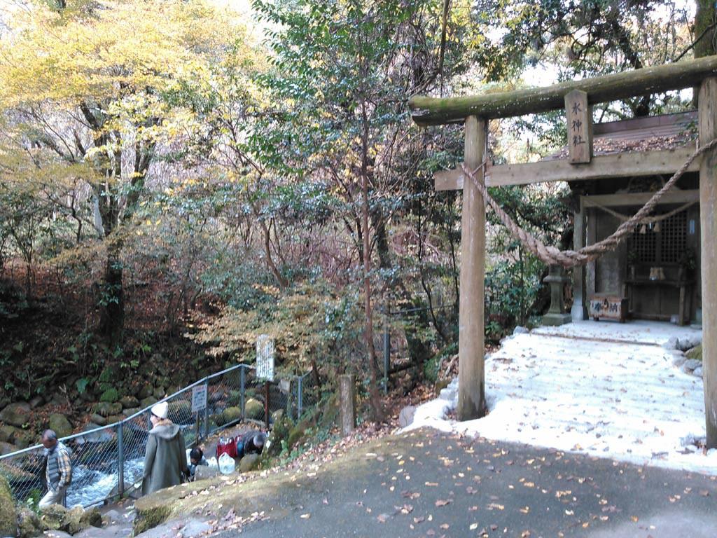 吉無田湧水、川神社