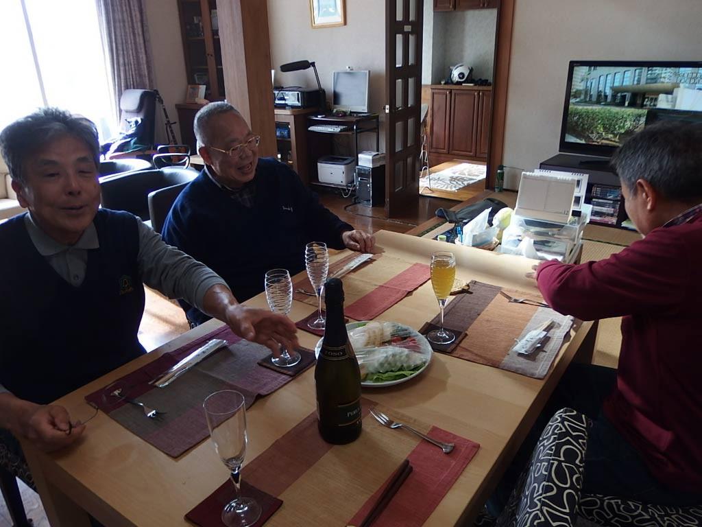 全員集合してテーブルに着きます。