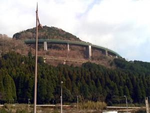 加久藤峠の国道のループ橋