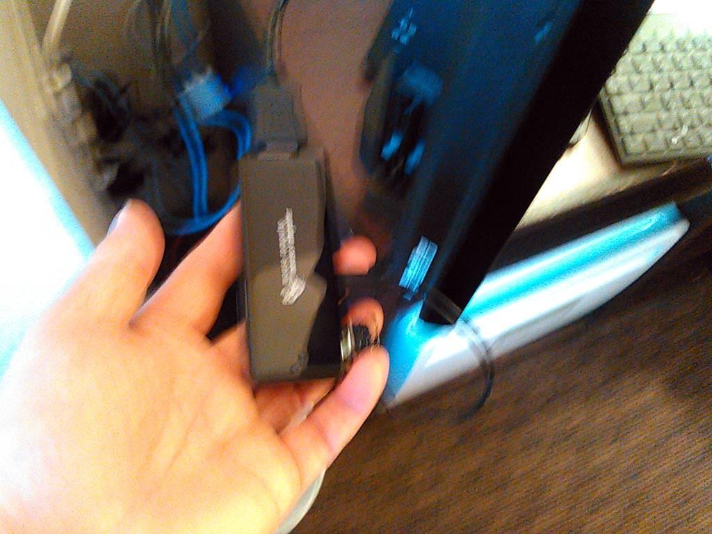 StickPCは手のひらに乗るほどの小ささ