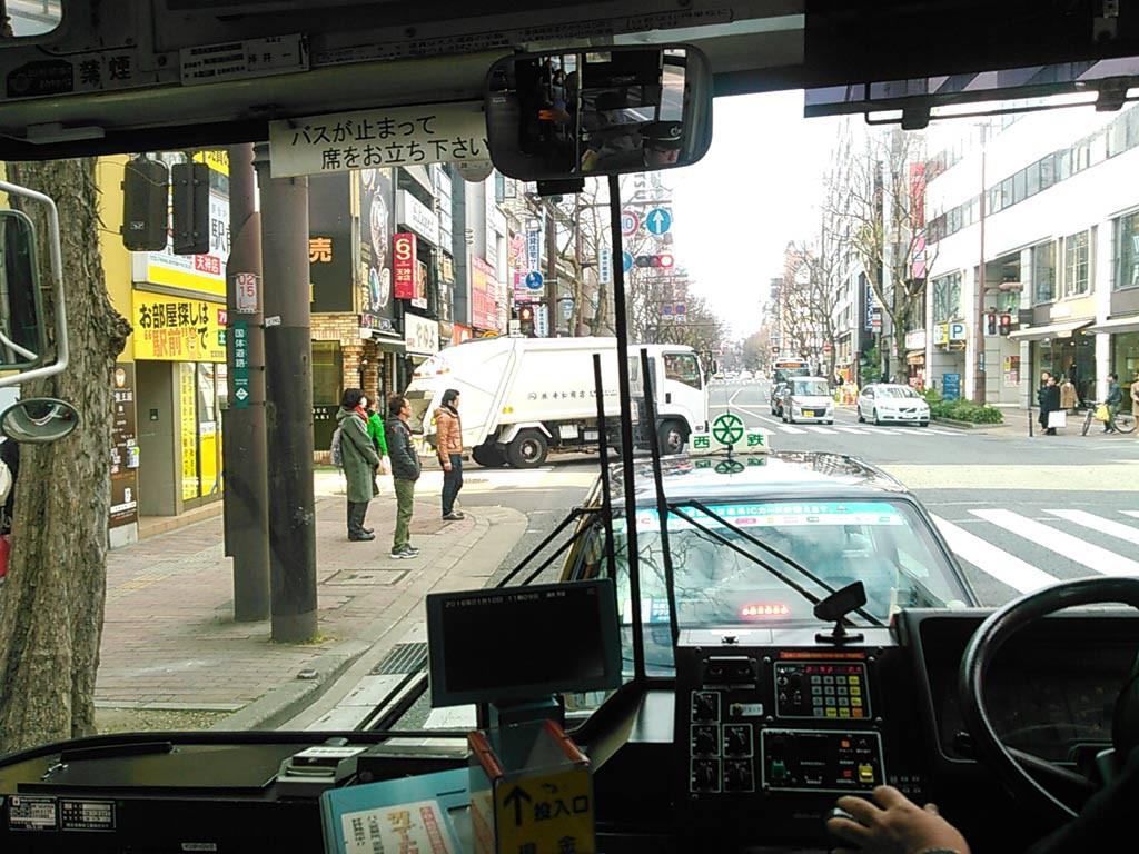 バスで福岡市美術館へ