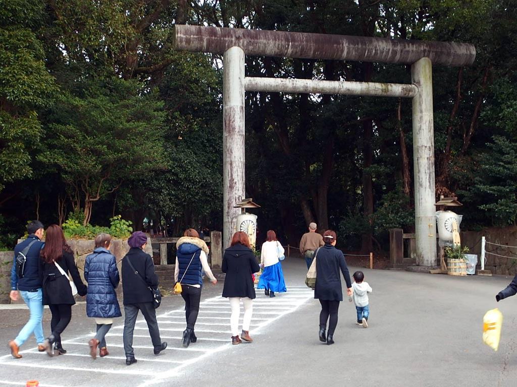 宮崎神宮西門から入る