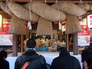 宮地嶽神社に似た、でかいしめ縄